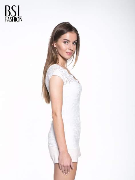 Biały koronkowy t-shirt z głębokim dekoltem                                  zdj.                                  3