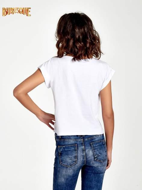 Biały krótki t-shirt z kwiatkami z cekinów                                  zdj.                                  2