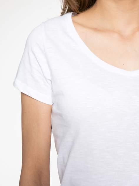 Biały półtransparentny t-shirt basic                                  zdj.                                  5