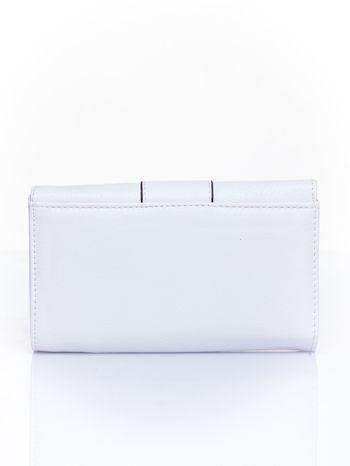 Biały portfel z ozdobnym zapięciem                                  zdj.                                  2