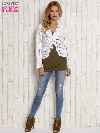 Biały sweter z wiązaniem                                  zdj.                                  2