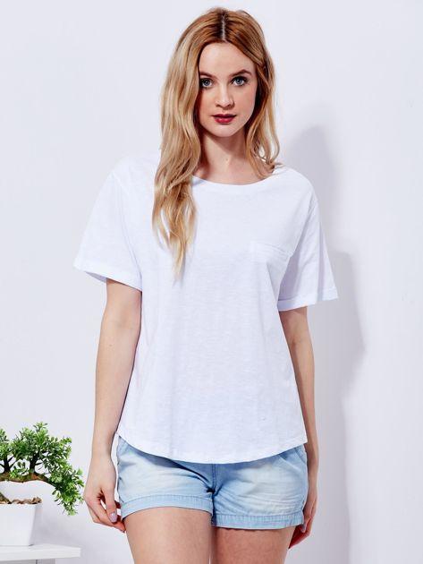 Biały t-shirt basic z podwijanymi rękawami                              zdj.                              1