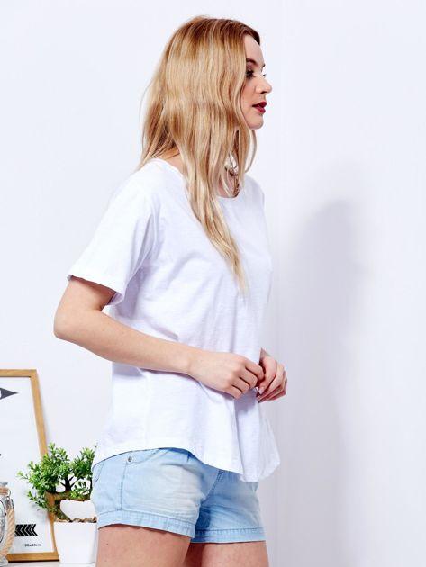 Biały t-shirt basic z podwijanymi rękawami                              zdj.                              5
