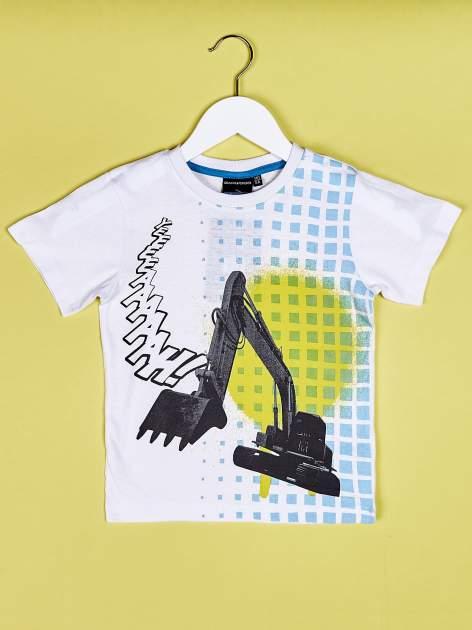 Biały t-shirt chłopięcy z nadrukiem koparki                                  zdj.                                  1