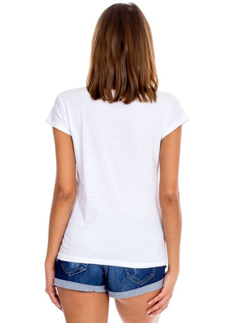 Biały t-shirt damski z napisem                              zdj.                              2