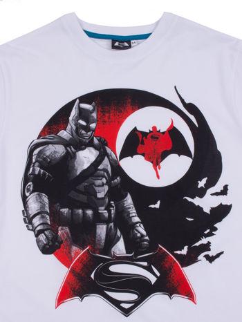 Biały t-shirt męski z motywem BATMAN V SUPERMAN                                  zdj.                                  3