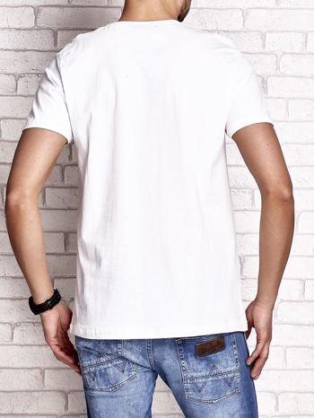 Biały t-shirt męski z nadrukiem napisów i cyfrą 9                                  zdj.                                  2