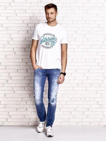 Biały t-shirt męski z napisem BROOKLYN ATHLETIC UNIVERSITY                                  zdj.                                  4
