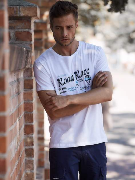Biały t-shirt męski z wyścigowym napisem ROAD RACE                                  zdj.                                  1