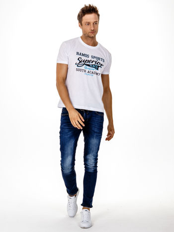 Biały t-shirt męski ze sportowym nadrukiem i napisem SUPERIOR                                  zdj.                                  5