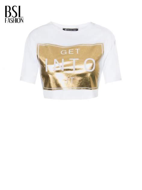 Biały t-shirt przed pępek ze złotym nadrukiem GET INTO IT                                  zdj.                                  2