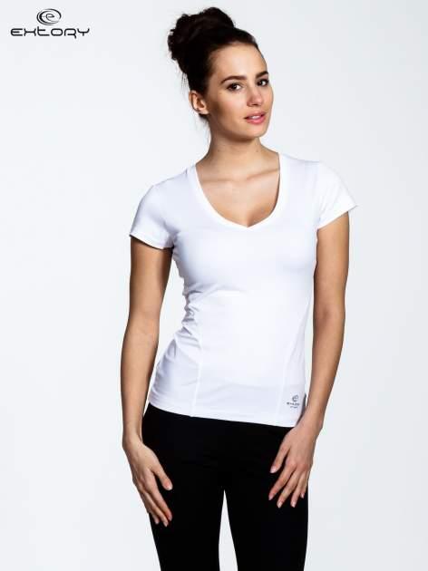 Biały t-shirt sportowy termoaktywny z dekoltem V                                  zdj.                                  1