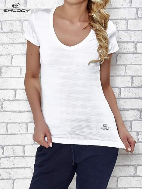 Biały t-shirt sportowy w paseczki