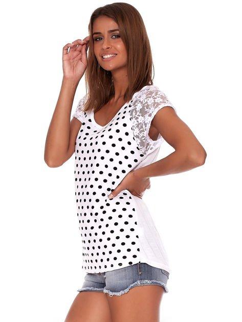 Biały t-shirt w grochy                              zdj.                              3