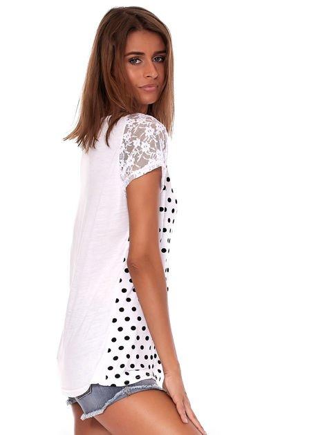 Biały t-shirt w grochy                              zdj.                              5