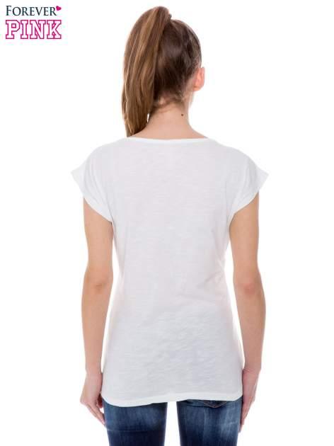 Biały t-shirt z blogerskim nadrukiem                                  zdj.                                  3