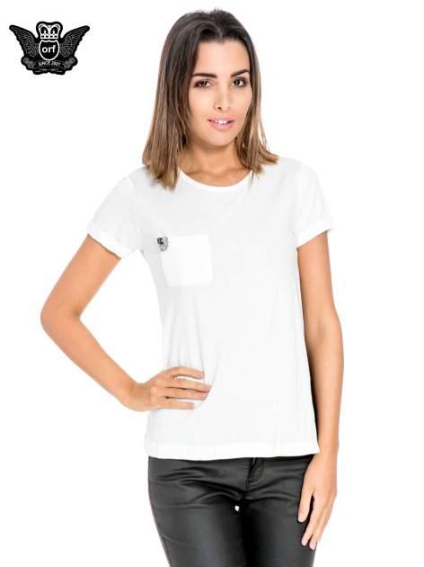 Biały t-shirt z kieszonką z ozdobnymi kamieniami