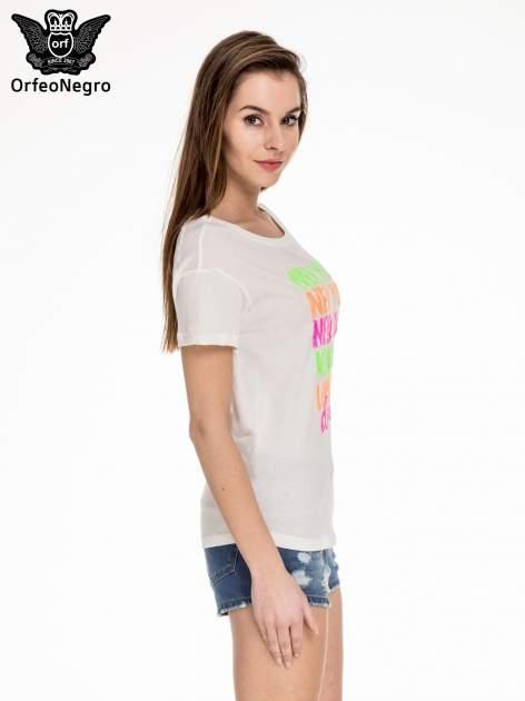Biały t-shirt z kolorową aplikacją NEW YORK z cekinów                                  zdj.                                  3