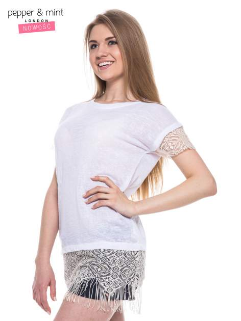 Biały t-shirt z koronką i frędzlami w stylu boho                                  zdj.                                  2
