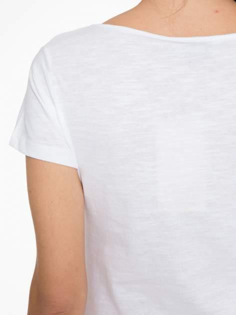 Biały t-shirt z koronkową wstawką na ramionach                                  zdj.                                  7