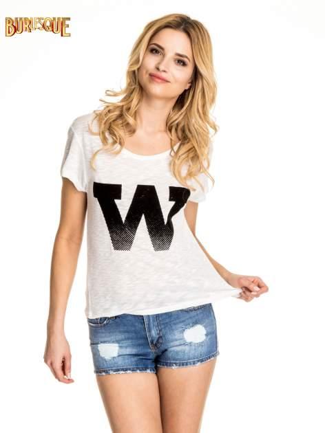 Biały t-shirt z literą W