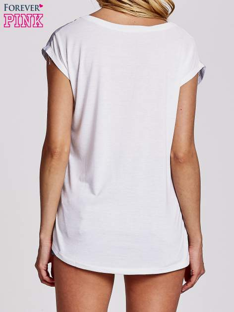 Biały t-shirt z motywem Wieży Eiffla                                   zdj.                                  2
