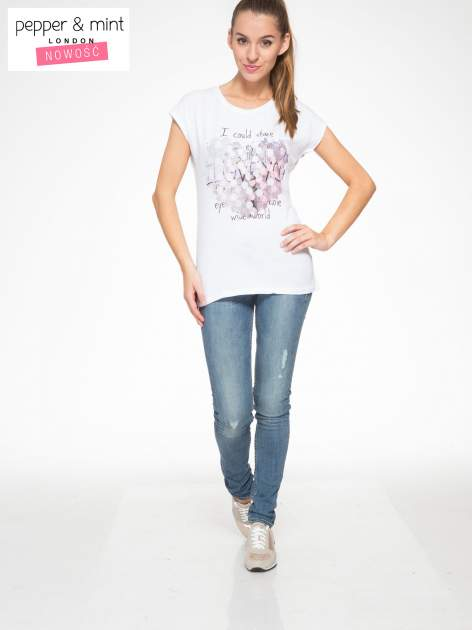 Biały t-shirt z motywem serca                                  zdj.                                  5