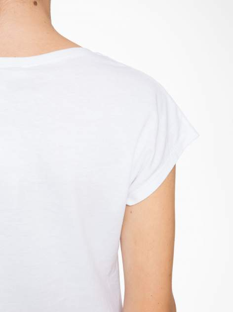 Biały t-shirt z motywem serca                                  zdj.                                  9