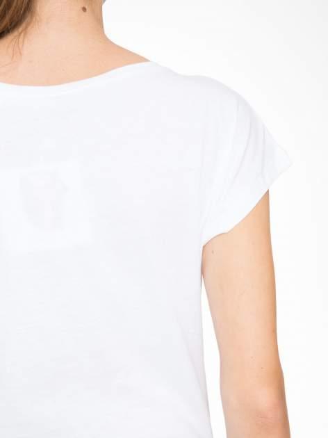 Biały t-shirt z motywem zwierzęcym                                  zdj.                                  8