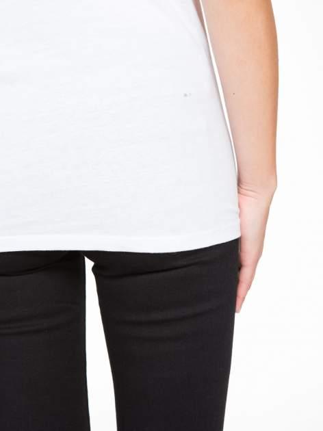 Biały t-shirt z motywem zwierzęcym                                  zdj.                                  9