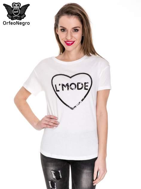 Biały t-shirt z nadrukiem L'MODE z cekinów