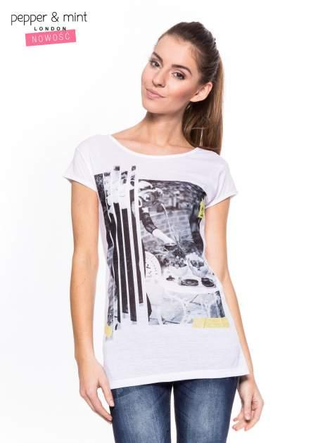Biały t-shirt z nadrukiem i koronką z tyłu                                  zdj.                                  1
