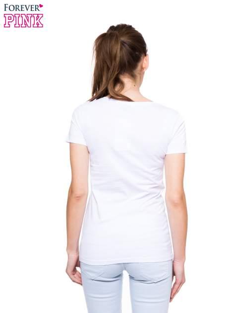 Biały t-shirt z nadrukiem komiksowym                                  zdj.                                  3