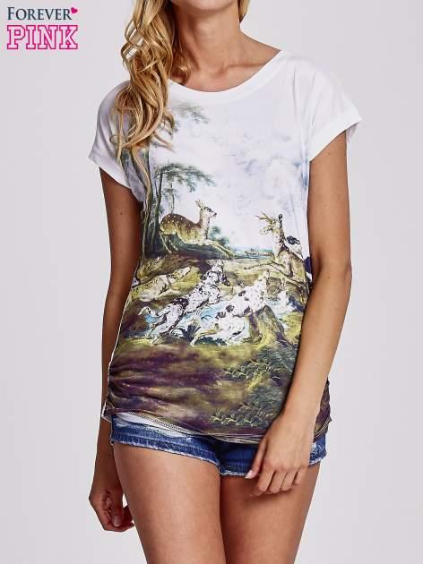 Biały t-shirt z nadrukiem krajobrazowym