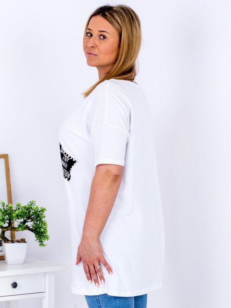 Biały t-shirt z nadrukiem naszywek PLUS SIZE                                  zdj.                                  5