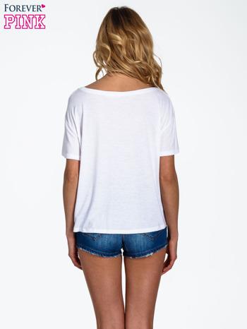 Biały t-shirt z nadrukiem nieskończoności                                  zdj.                                  4