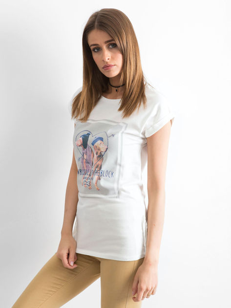 Biały t-shirt z nadrukiem psów                              zdj.                              3