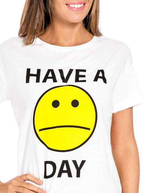 Biały t-shirt z nadrukiem so-so smile                                  zdj.                                  5