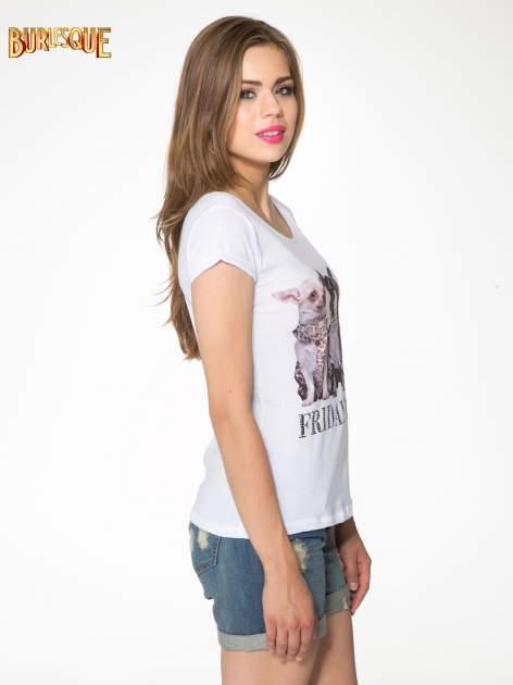Biały t-shirt z nadrukiem szczeniąt                                  zdj.                                  3