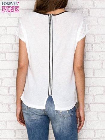 Biały t-shirt z nadrukiem tygrysa i zipem z tyłu                                  zdj.                                  2