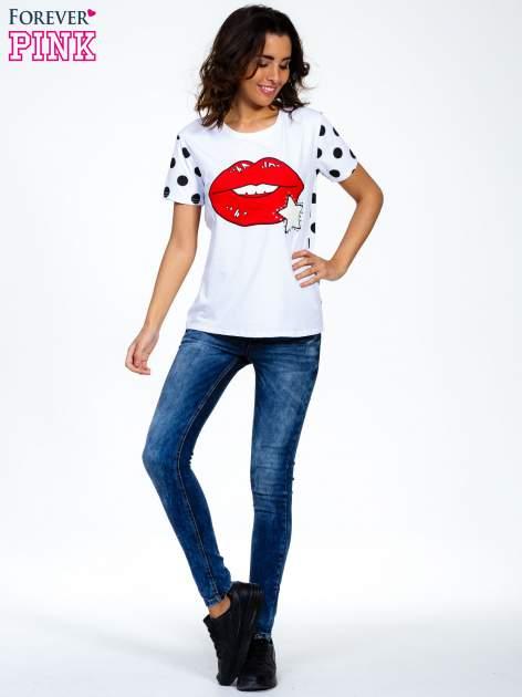 Biały t-shirt z nadrukiem ust                                   zdj.                                  7
