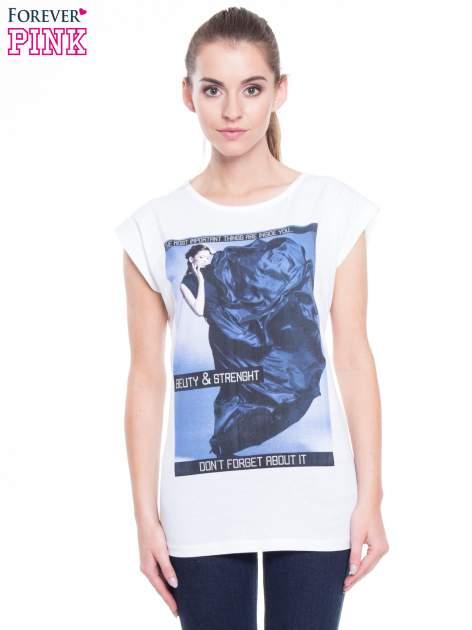 Biały t-shirt z nadrukiem w stylu high fashion                                  zdj.                                  1
