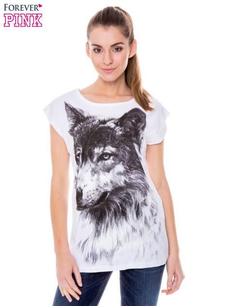 Biały t-shirt z nadrukiem wilka                                  zdj.                                  1
