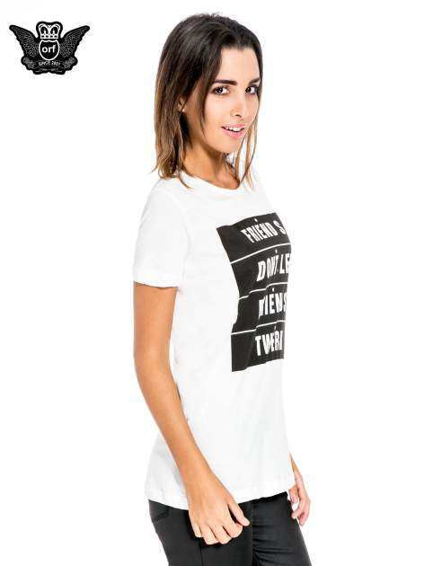 Biały t-shirt z napisem FRIENDS DON'T LET FRIENDS TWERK                                  zdj.                                  3