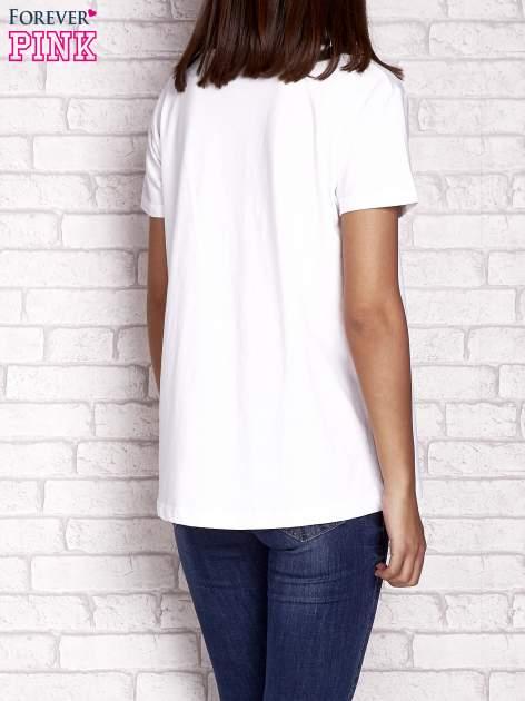 Biały t-shirt z napisem MORE HUGS                                  zdj.                                  4
