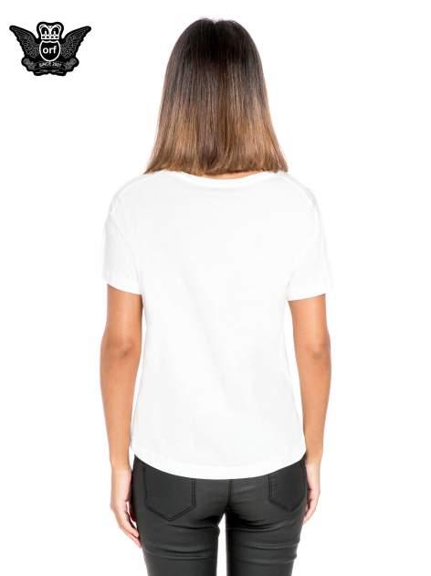 Biały t-shirt z napisem NO. 4 PARIS                                  zdj.                                  4