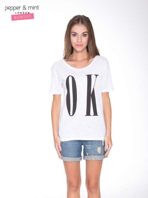 Biały t-shirt z napisem OK                                  zdj.                                  1
