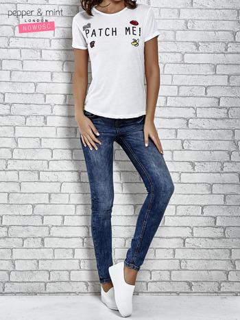 Biały t-shirt z napisem PATCH ME                                  zdj.                                  2