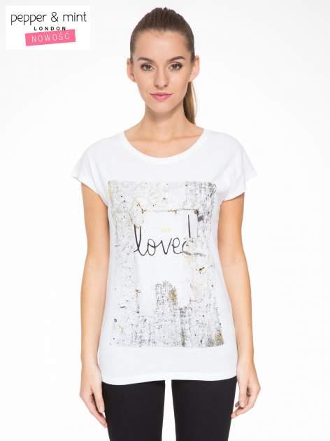 Biały t-shirt z napisem SHE LOVED                                  zdj.                                  1