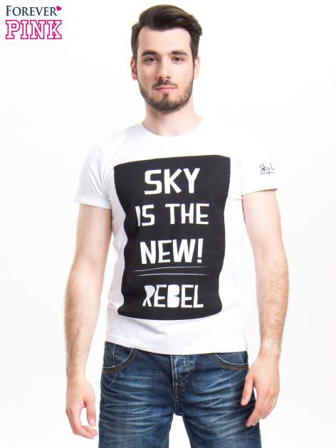 Biały t-shirt z napisem SKY IS THE NEW REBEL